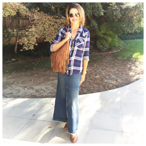 Long denim maxi skirt | fall casual outfit on www.AskSuzanneBell.com