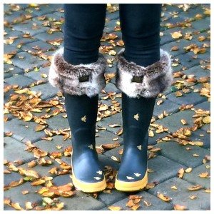 What I Wore: Rainy Day Outfit Ideas with Joules | featuring Frida Welly Sock